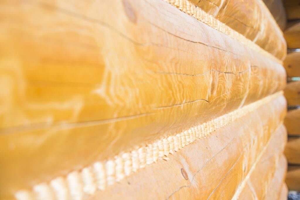 Mszenie bali- uszczelnieni miedzy balami