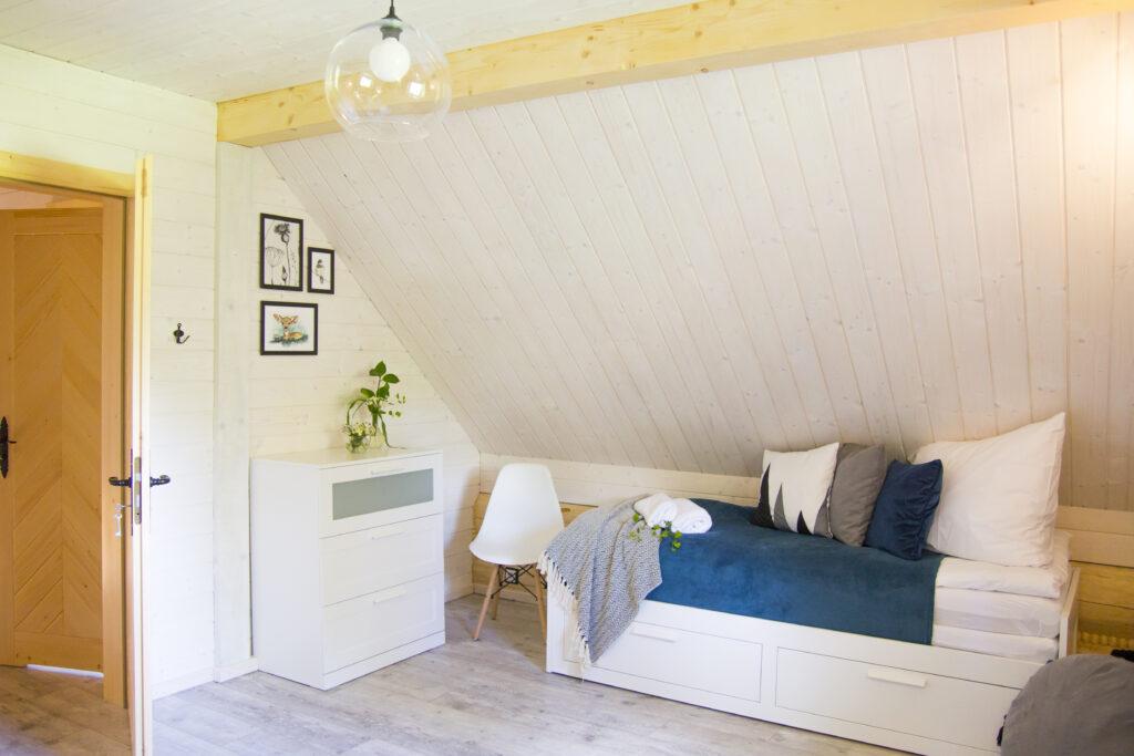 Sypialnia nr 3 na górze - łóżko rozkładane pojedyncze/podwójne w zależności od potrzeby