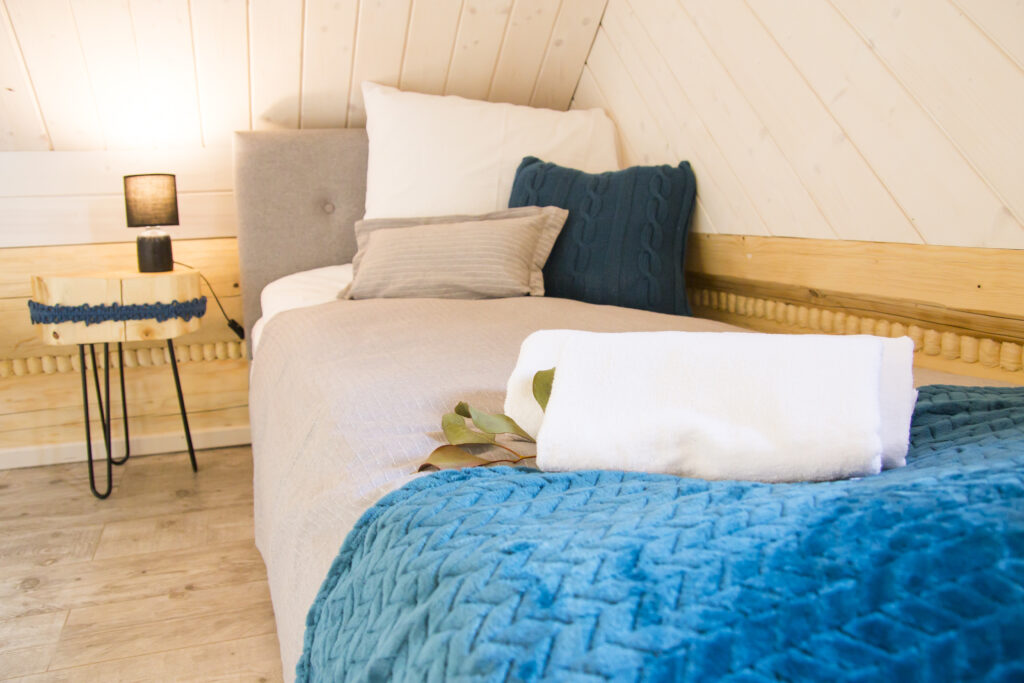 Sypialnia nr 2 na górze łóżko pojedyńcze