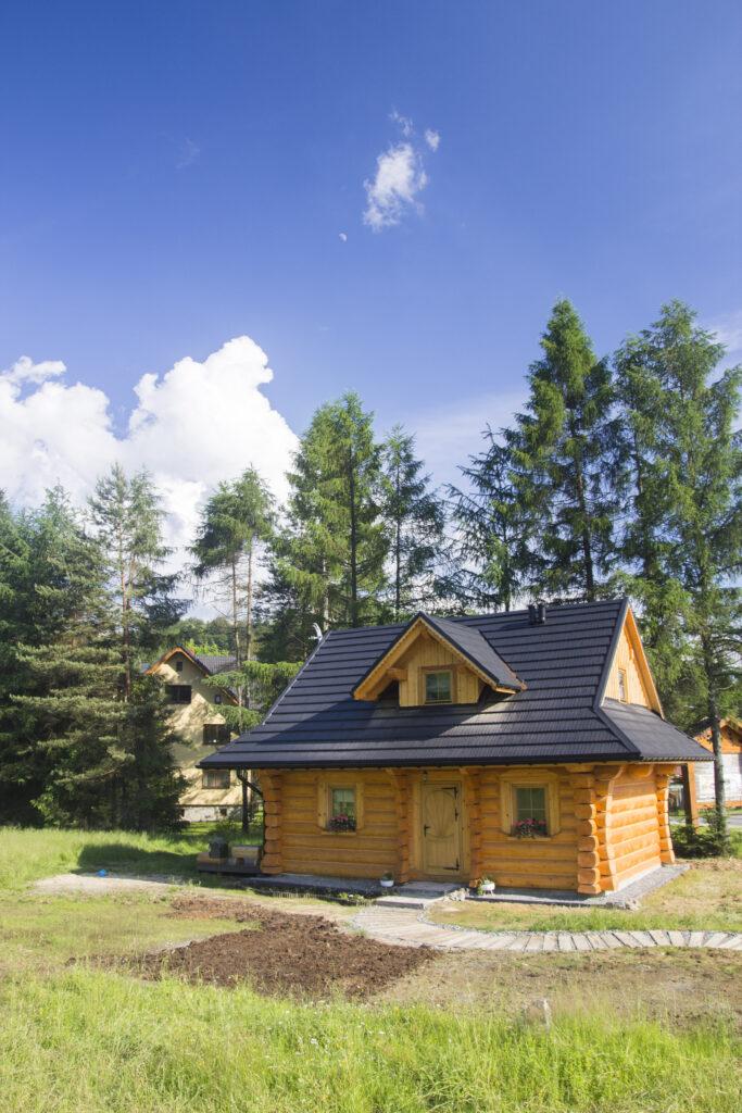 Dom z bali widok z przodu